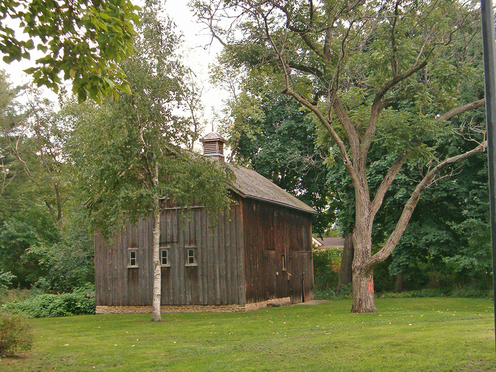 photo of the barn behind the Cawthra House